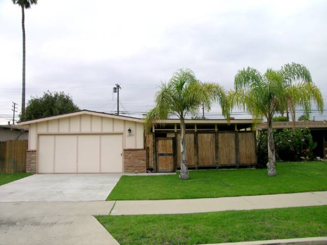 4 bedroom modern flare in Del Rey