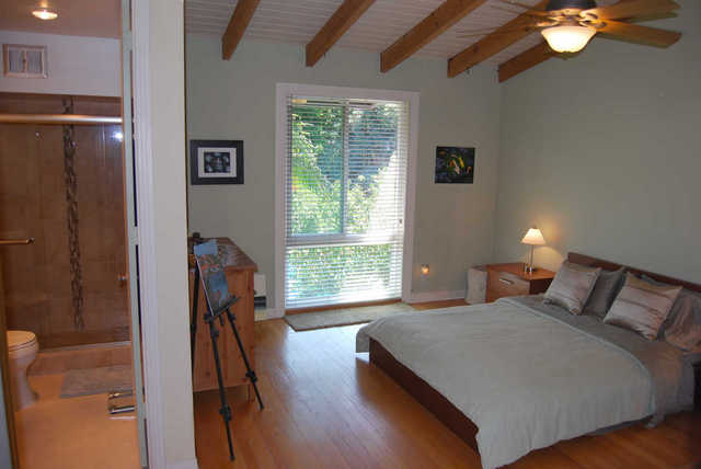 Tri-Level Townhome in resort like Heather Village