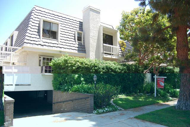 Santa Monica Tri-level Townhome