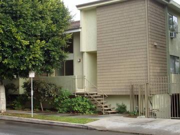 W LA End Unit Townhome SHORT SALE