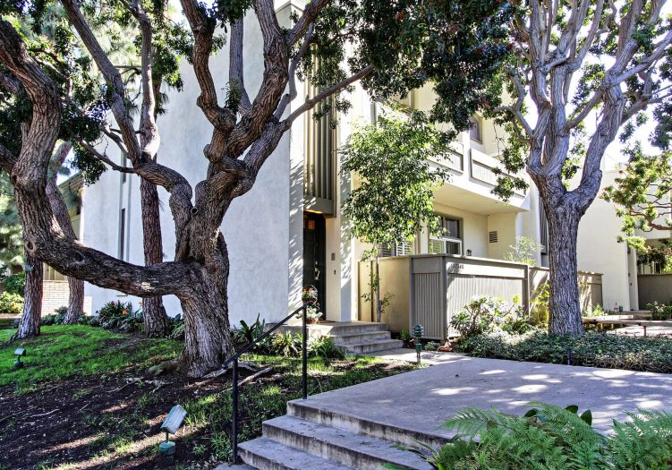 Fully Remodeled – Townhome – La Villa Marina